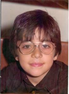 Con 7-8 años y gafas ya.